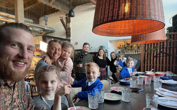 Многодетные семьи ищут кафе и рестораны, где рады детям