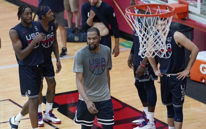Kevin Durant (hallis) USA korvpallikoondise treeningul.