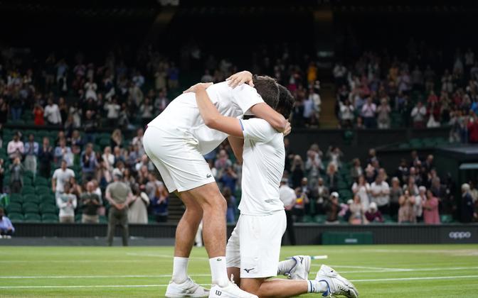 Mate Pavic (vasakul) ja Nikola Mektic (paremal) Wimbledonis triumfeerimas