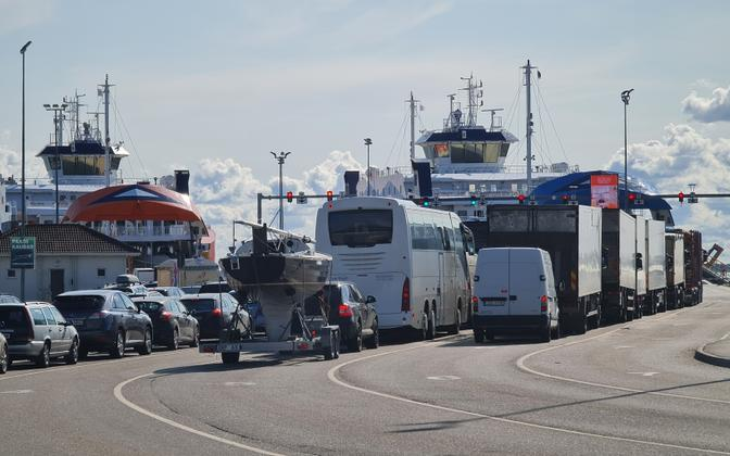 The Tõll being out of commission and ensuing long wait times for island ferry connections has raised the question of a fifth vessel being added to serve Estonia's islands.