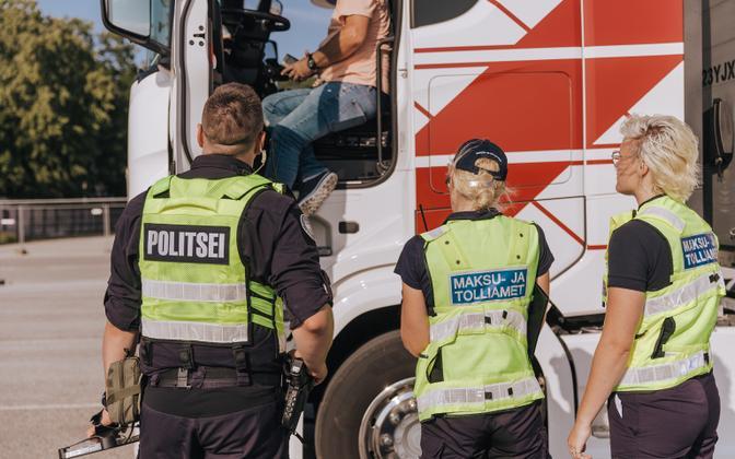 Полиция и налоговики провели в порту Палдиски.