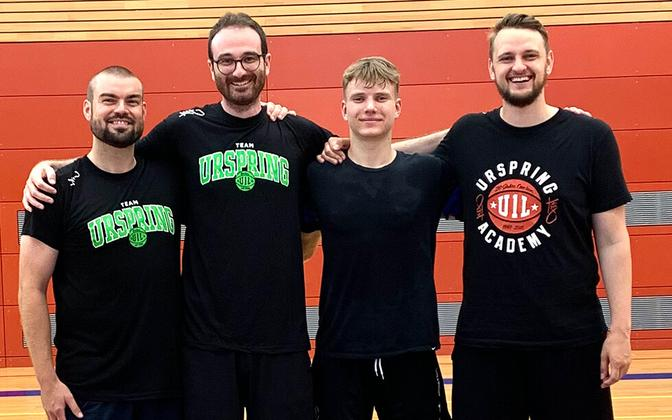 Jorke Aav (vasakult kolmas) Urspringi korvpalliakadeemias