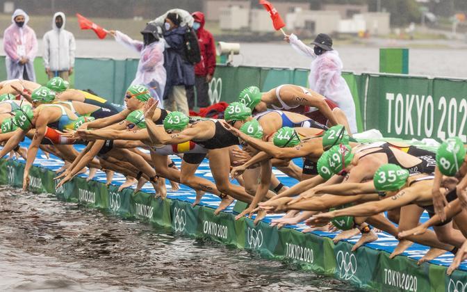 Ujumine Tokyo olümpiamängude naiste triatlonis