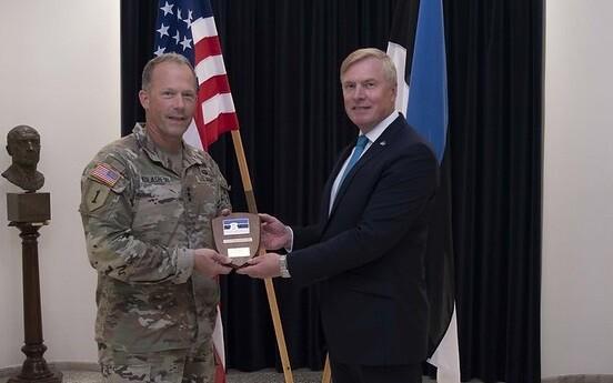 Lt. Gen. John S. Kolasheski, US Army V Corps commander with defense minister Kalle Laanet in Tallinn this week.