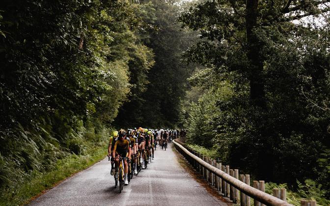 Võistlejad 26th Kreiz Breizh Elites velotuuri teisel etapil