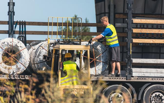 The first batch of barbed wire has been sent to Lithuania.