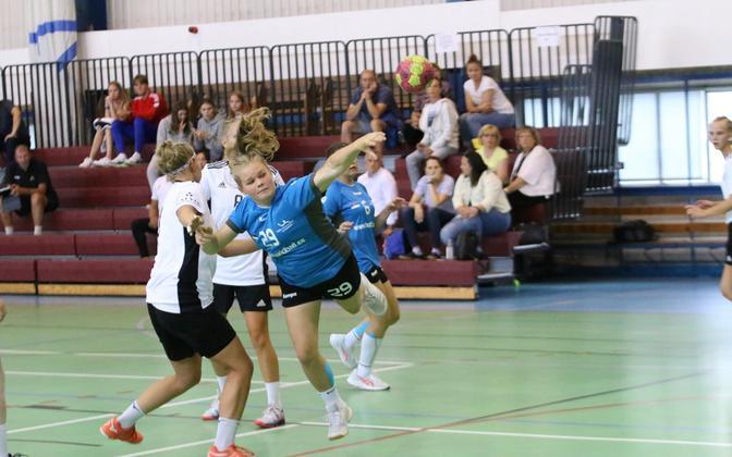 Eesti koondis sai EM-ile eelnenud kontrollmängudes Läti vastu võidu ja kaotuse, viskel lätlannade võrku seitse palli saatnud Karina Kuul.