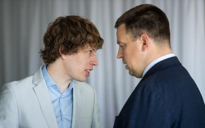 Center's health minister Tanel Kiik (left) and the party's leader Jüri Ratas, at a party meeting in June.