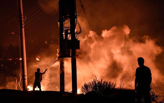 Tulekahju Ateena lähedal
