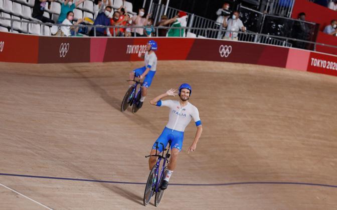 Trekisõidu meeskondliku sprindi olümpiavõitjad juubeldamas