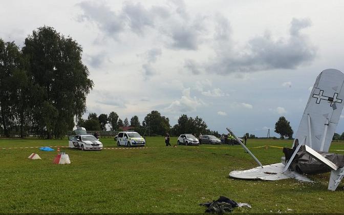 Lennuõnnetus Cesise lähedal