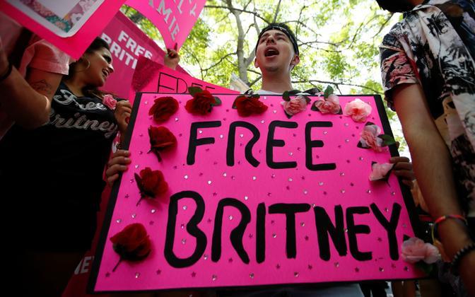 Britney Spearsi toetajad kohtu ees