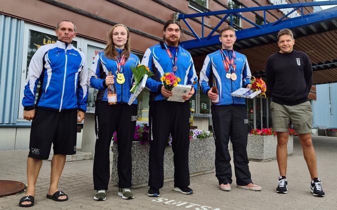 Слева направо: тренер Пеэп Пялль, Элийзе Микомяги, Танель Саймре и Микк Лехтоя.