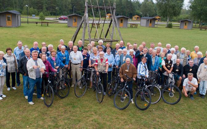 Saaremaal kohtunud rattaveteranid