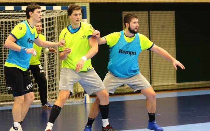 Karjaa BK-46 ridadesse siirdunud Markus Viitkar (paremal) saab uuel hooajal koondisekaaslase Armi Pärdiga heidelda Soome meistriliigas.