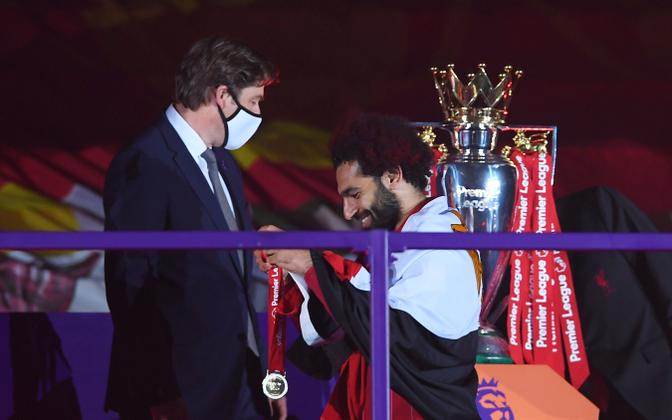 Richard Masters koos 2020. aastal Premier League'i võitnud Liverpooli ründaja Mohamed Salahiga