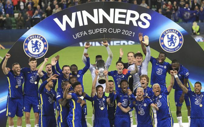 Chelsea Superkarika võitu tähistamas