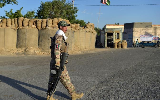 Afgaani politseinik Ghaznis enne selle langemist Talibani kätte.