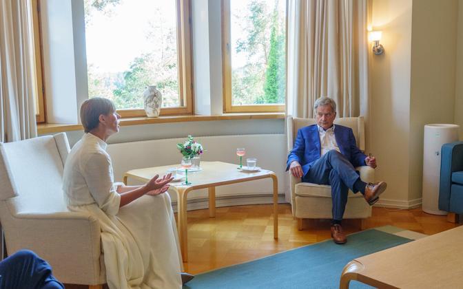 Kersti Kaljulaid meeting with Sauli Niinistö in Finland on Thursday.