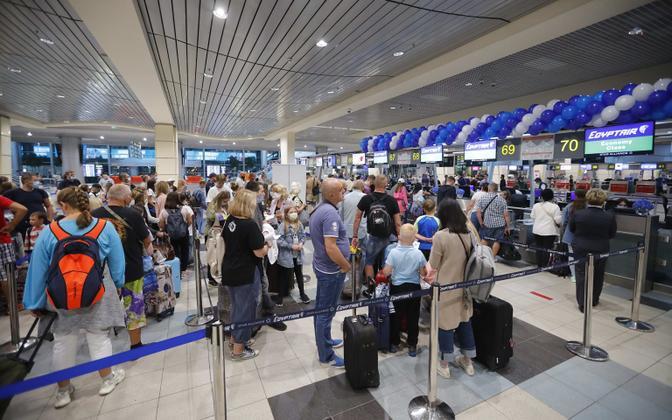 Egiptuse lendu ootavad Venemaa turistid augustis Domodedovo lennujaamas.