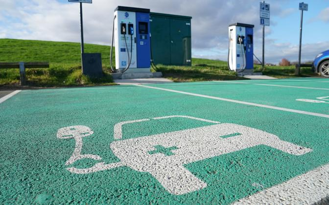 Kohalike asjatundjate sõnul tuleb Eestis elektrisõidukite taristut luues läheneda linnadele ja maapiirkondadele erineval moel.