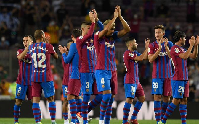 Barcelona mängijad võitu tähistamas