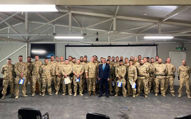 Defense minister Kalle Laanet (Reform) with members of the volunteer Defense League during his recent visit to Iraq.