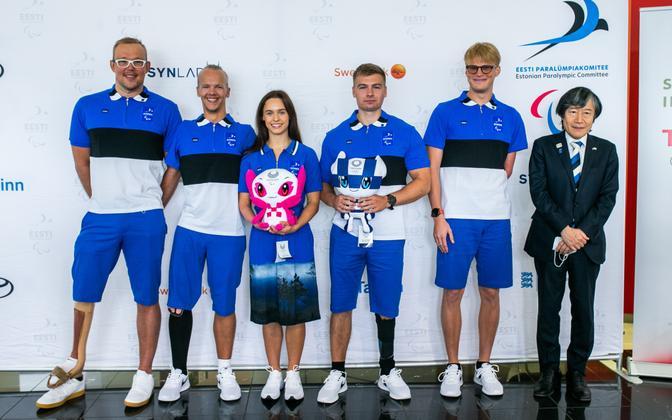 Eesti koondis Tokyo paraolümpiamängudel koos Jaapani suursaadiku Hajime Kitaokaga