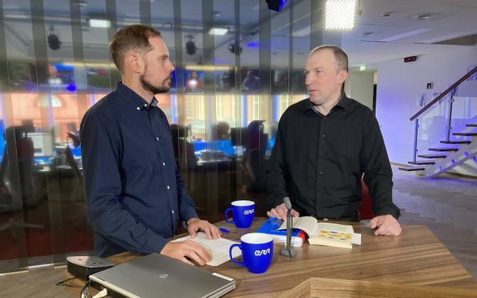 Leo Kunnas (right) with ERR's Aleksander Krjukov on Wednesday's edition of 'Otse uudistemajast'.