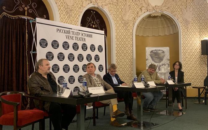 Эльмо Нюганен (второй слева) на пресс-конференции Русского театра.
