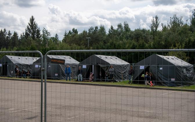 Tents housing migrants who crossed the Lithuanian-Belarusian border.