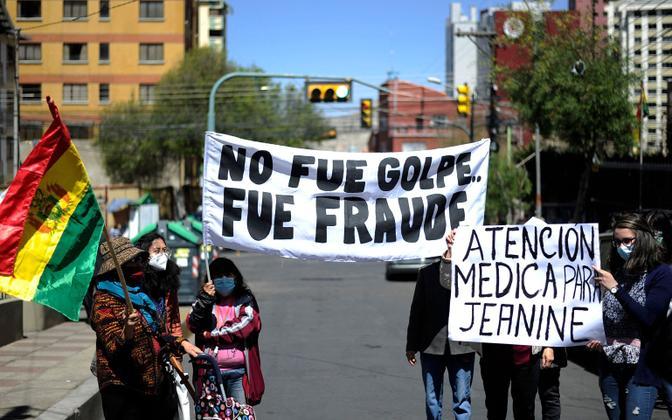 Jeanine Aneze toetajad La Pazis tema vabastamist nõudmas.