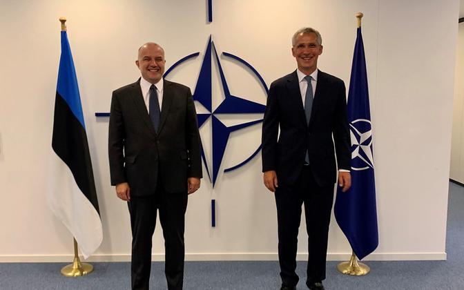 Jüri Luik (left) with NATO Secretary General Jens Stoltenberg.