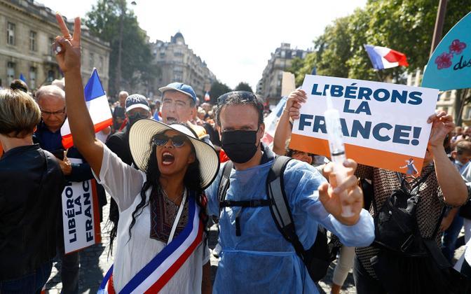 Koroonapassi vastu protestijad Pariisis.