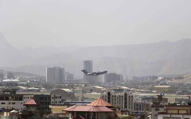 USA sõjaväelennuk Kabulist õhku tõusmas.