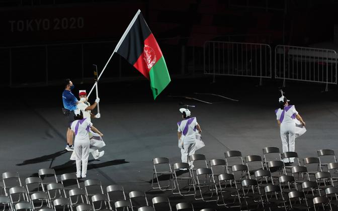 Tokyo paraolümpiamängude avatseremoonial kandsid Afganistani lippu ÜRO Pagulaste Ülemvoliniku Ameti (UNHCR) esindaja