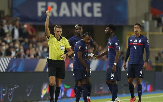 Jules Kounde punane kaart jättis Prantsusmaa 51. minutil kümnekesi.