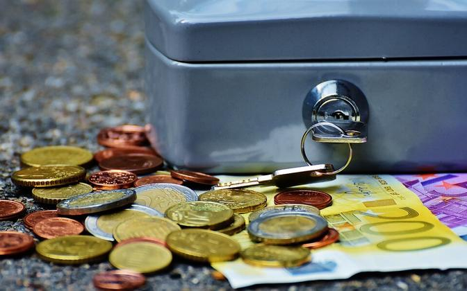 Небольшая часть платежей была задержана из-за неверных банковских данных.