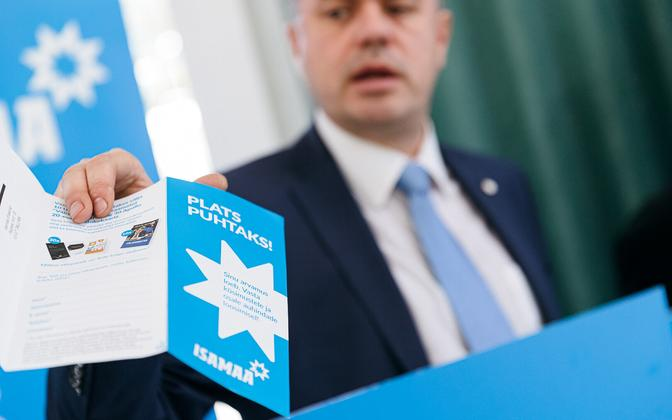 Urmas Reinsalu campaigning for Isamaa in Tallinn. The leaflet says