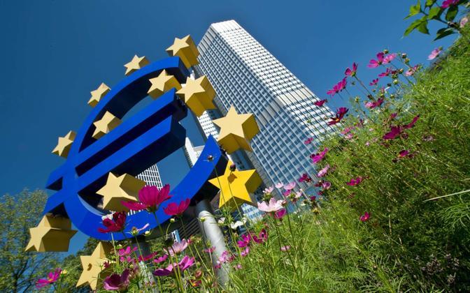 Euro märk Euroopa Keskpanga hoone ees Frankfurdis.