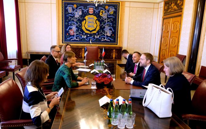 Kersti Kaljulaid at an official meeting with Czech foreign minister Jakub Kulhanek at Kadriorg on Saturday.