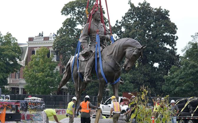 Robert E. Lee ausamba eemaldamine Richmondis