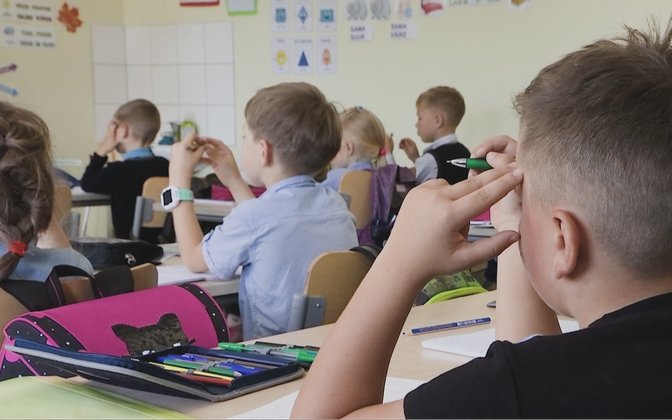 По предложению экспертов, невакцинированные ученики будут сдавать ПЦР-тесты и при отрицательном результате смогут продолжать контактное обучение.