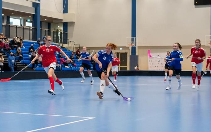 Eesti U-19 naisjuunioride saalihokikoondis.
