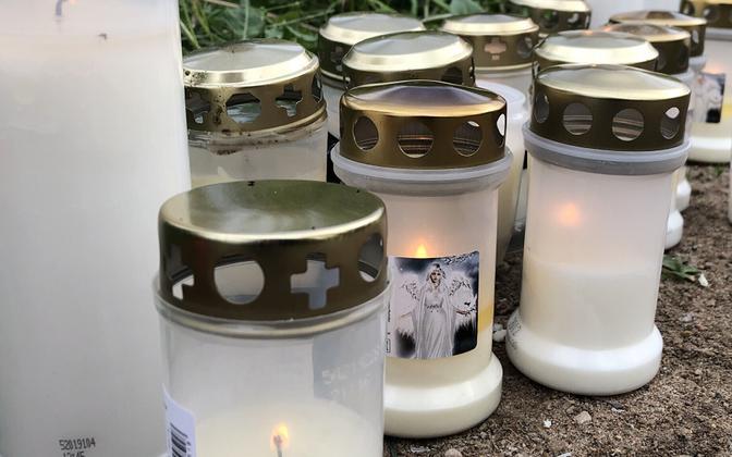 Траурные свечи.