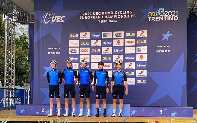 Eesti jalgratturid maanteratturite EM-il (vasakult): Rait Ärm, Joonas Kurits, Gleb Karpenko, Joosep Sankmann ja Artjom Mirzojev