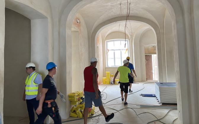 Больше всего иностранных работников в строительном секторе.