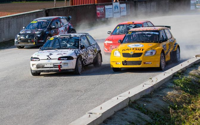 Arvo Kask (kollane auto) kindlustas klassis Super1600 Eesti meistritiitli.