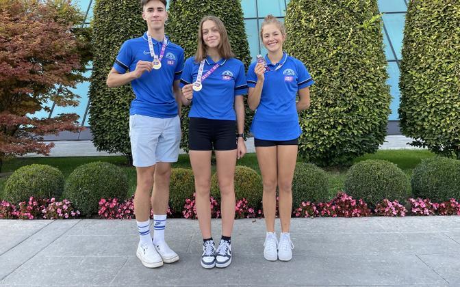 Savva Novikov, Heti Väät ja Marta Ründva medalitega.
