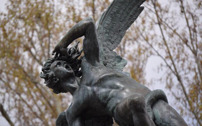 В христианстве Люцифер – синоним падшего ангела, отождествляемого с сатаной и дьяволом.